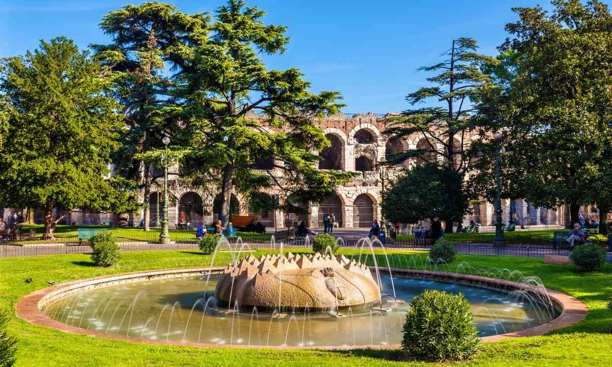 Verona Arena (Shutterstock.com)