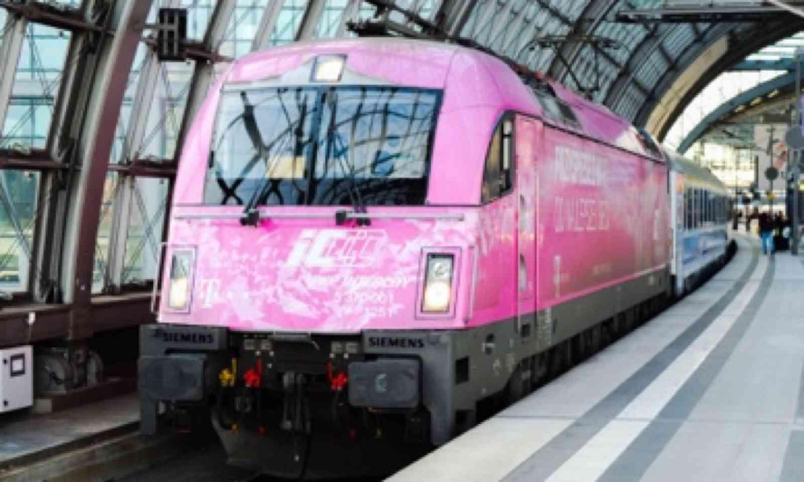 Pink Polish locomotive (Matthew Woodward)