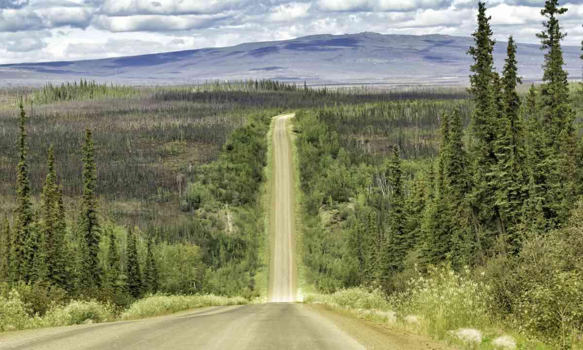 Dalton Highway (Shutterstock.com)