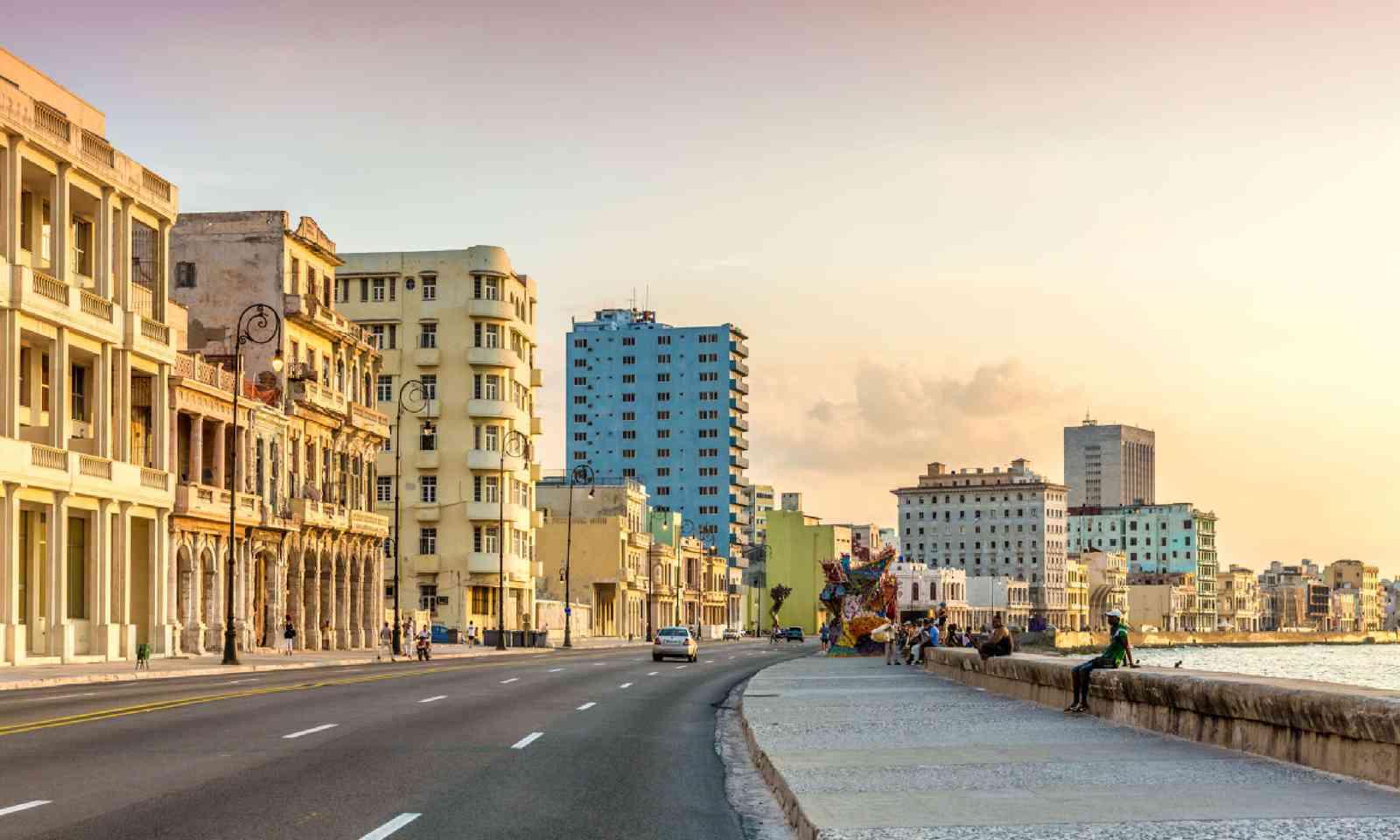 Sunset at Malecon avenue (Shutterstock)