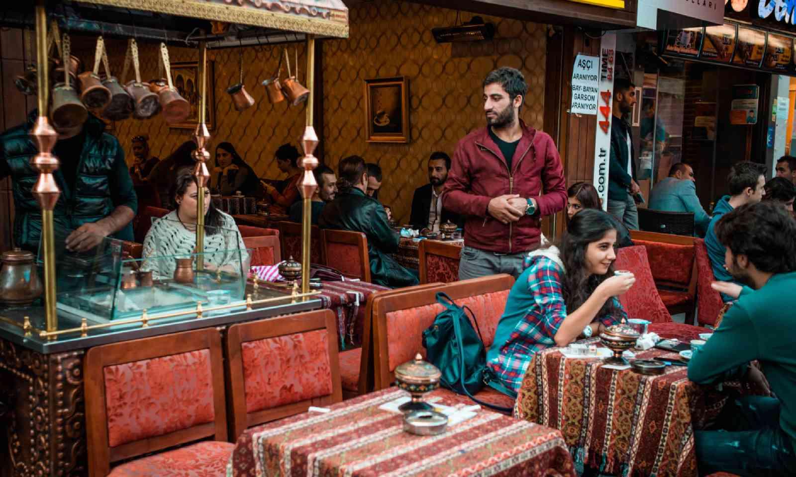 Oriental coffee house in Istanbul (Dreamstime)