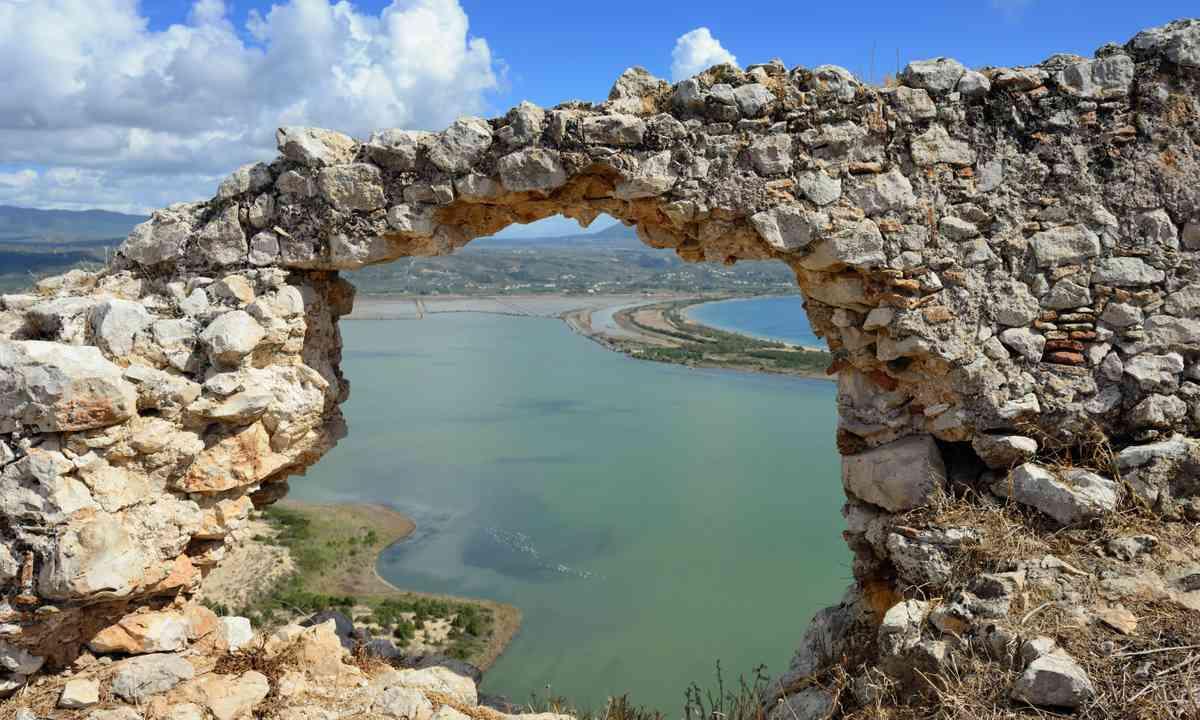 View over Navarino Bay (Shutterstock.com)