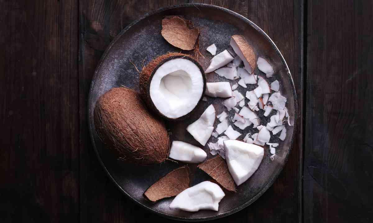 Cracked coconut (Shutterstock.com)
