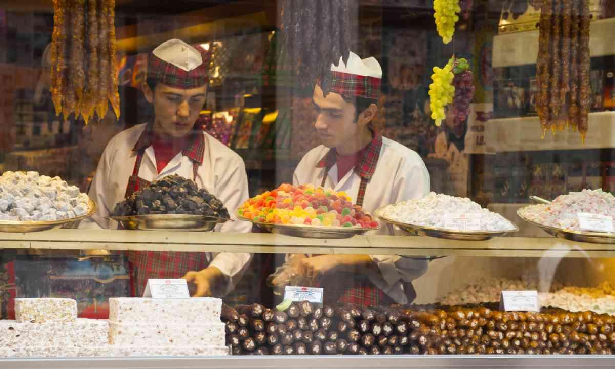 Sweet shop in Istanbul, Turkey (Dreamstime)