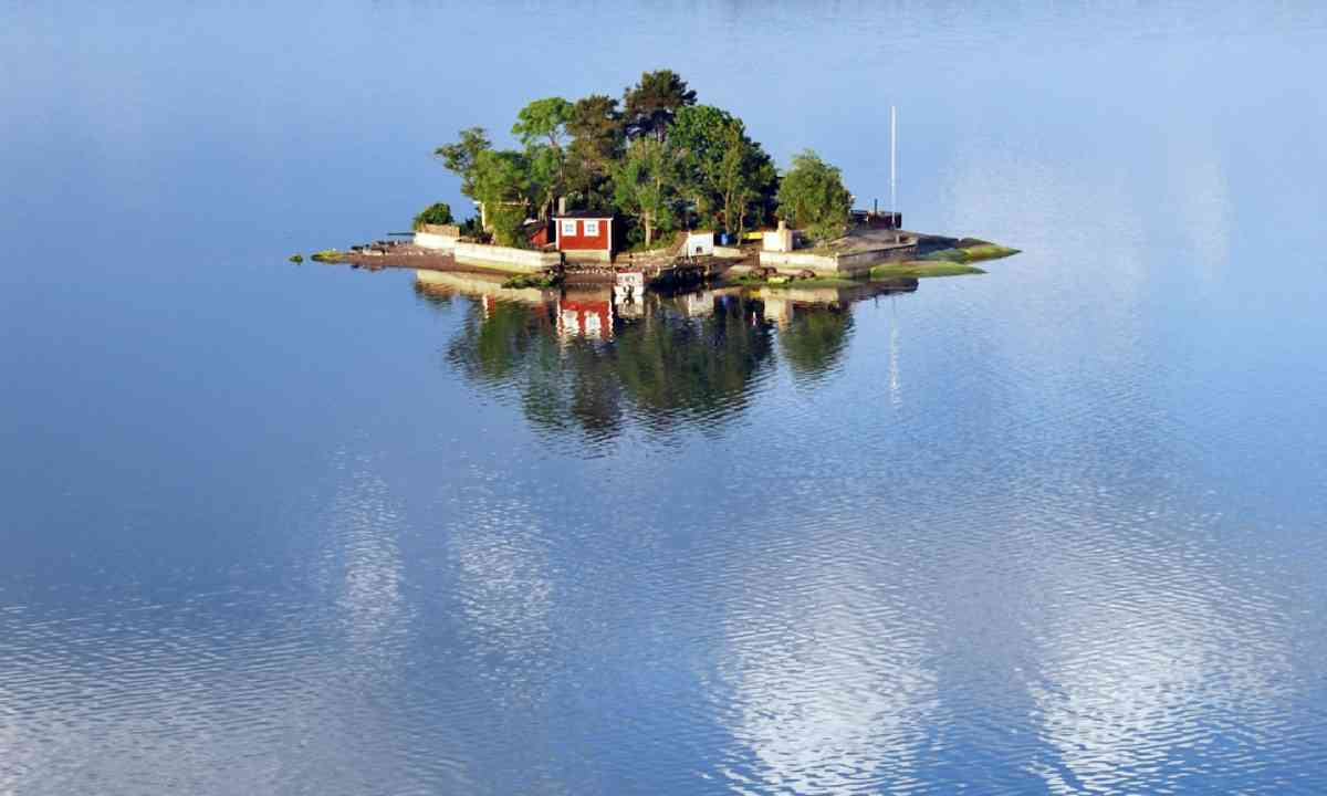 Small island in the swedish archipelago (Shutterstock)