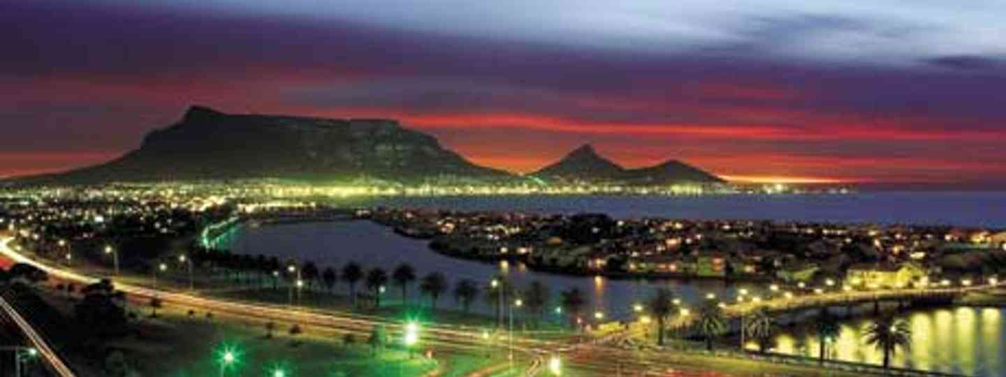 Cape Town by night (South Africa Tourism)