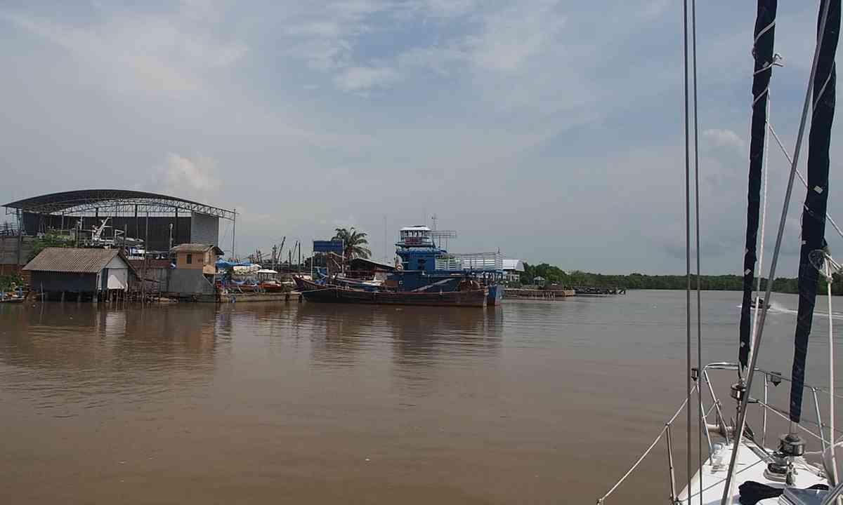 Approaching the Phithak shipyard (Liz Cleere)