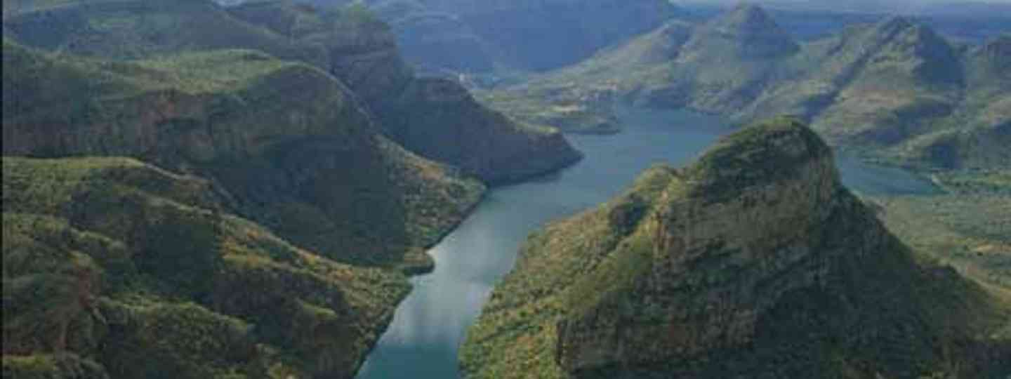 Meander through mountains, Blyde River Canyon (South Africa Tourism)