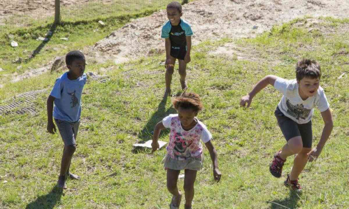 Playing with local kids (M.Cagol)