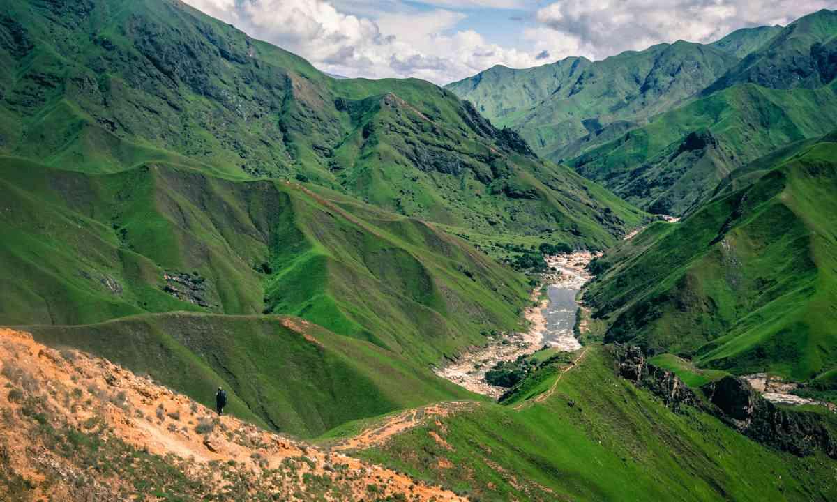 Valley in Madagascar (Suzanna Tierie)