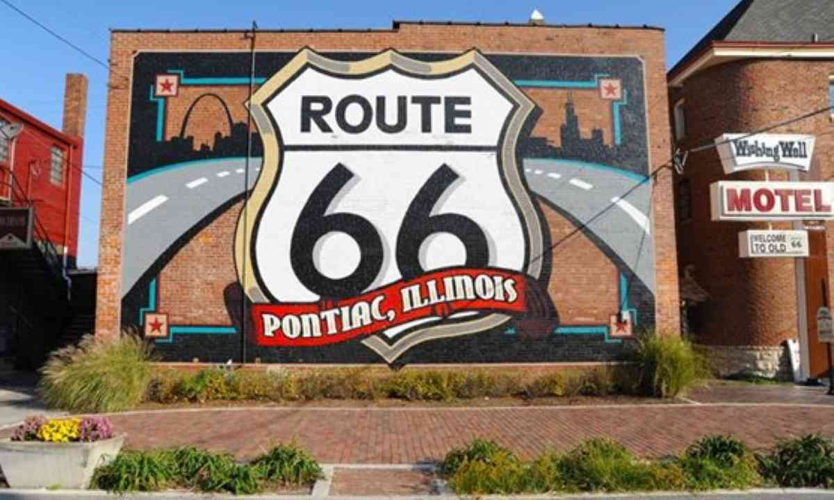 The world's largest Route 66 shield (www.enjoyillinois.com)