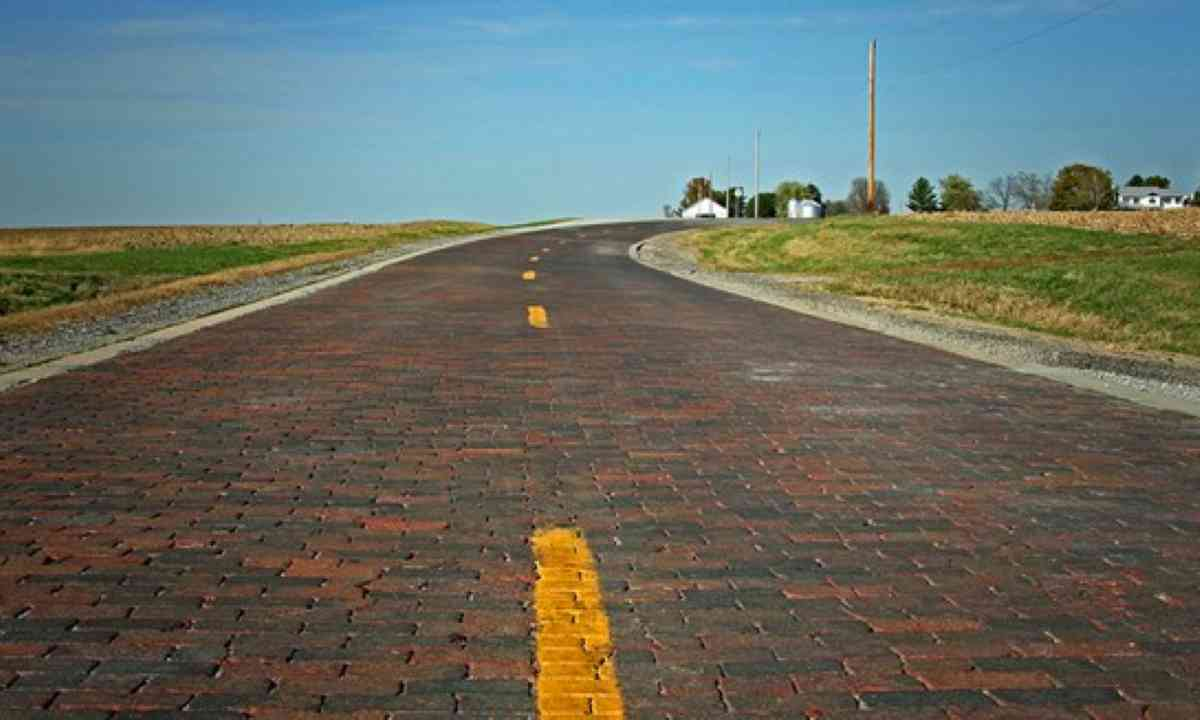 Original Route 66 Brick Road, Auburn (www.enjoyillinois.com)