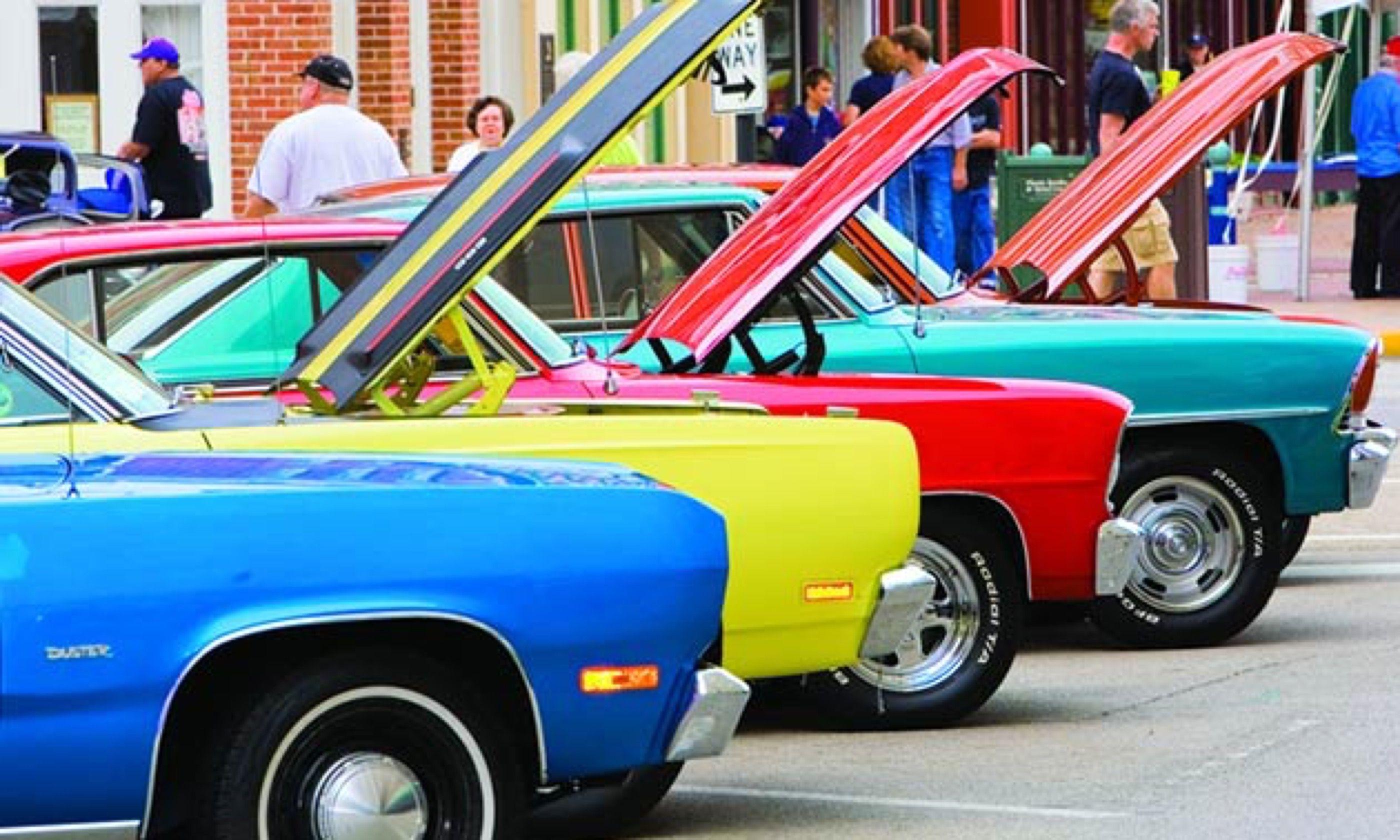 Classic cars in Springfield (www.enjoyillinois.com)