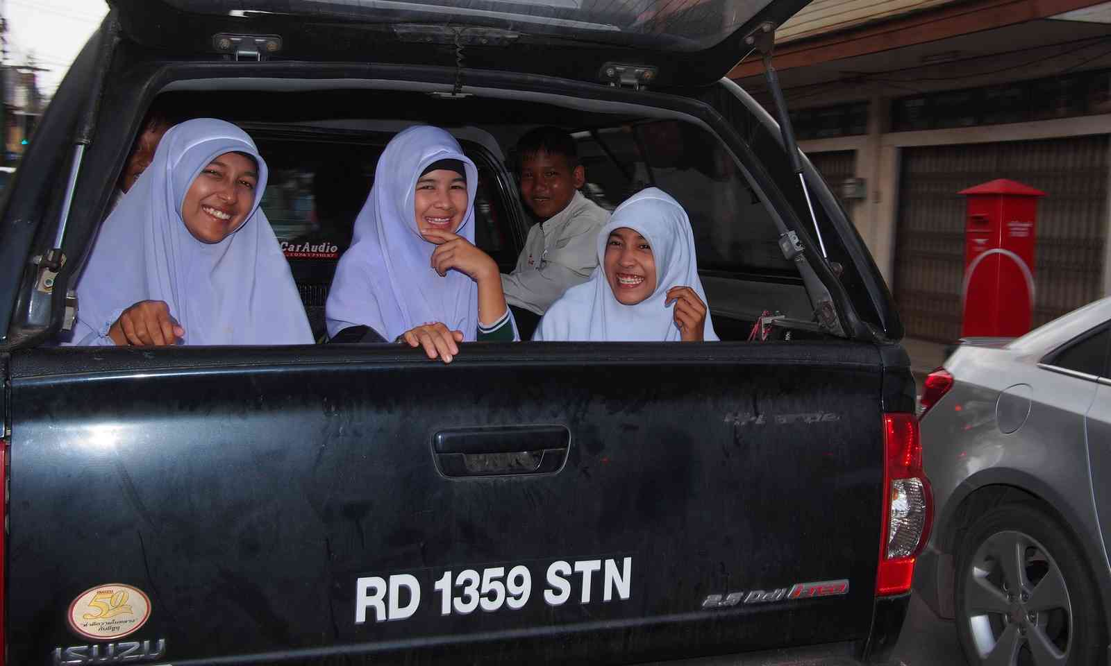 Muslim girls in Satun (Liz Cleere)