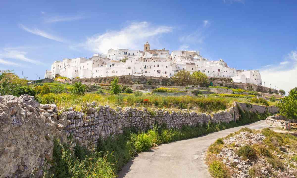 The road to Ostuni in Puglia (Shutterstock.com)