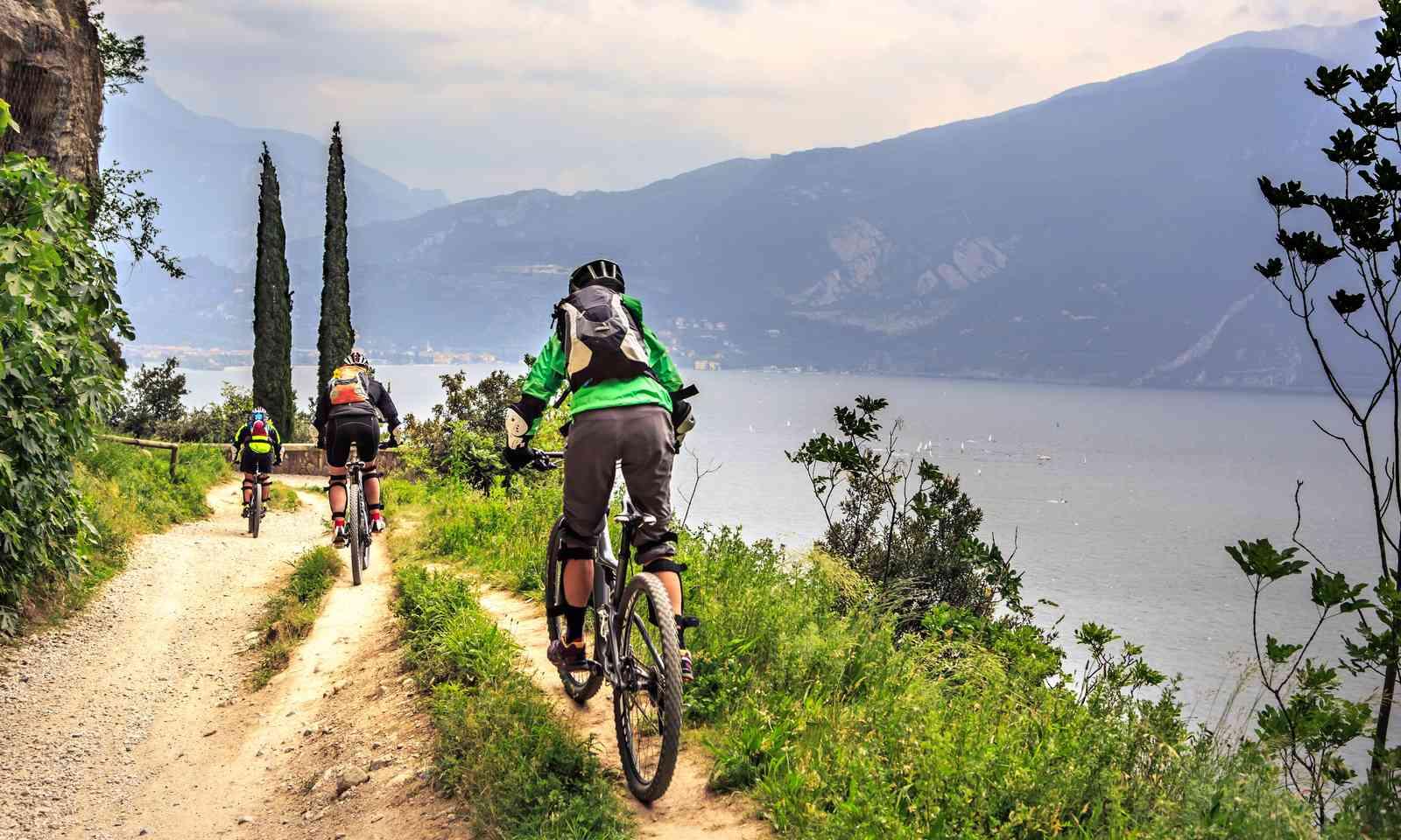Cycling along Lake Garda (Shutterstock.com)