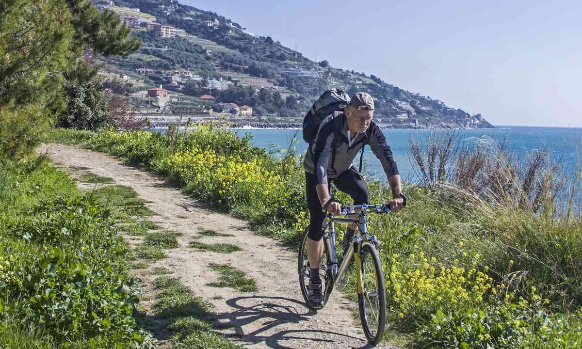Cycling the Ligurian Coast (Shutterstock.com)