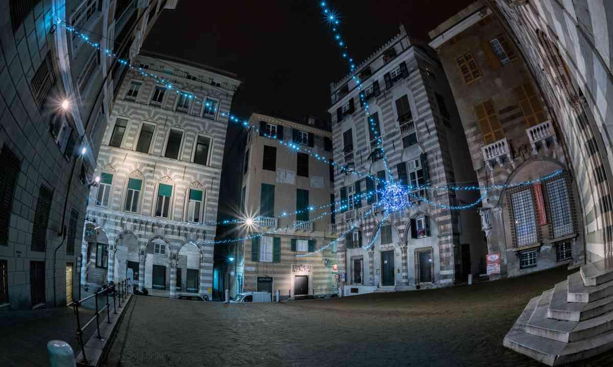 Piazza San Matteo at night (Shutterstock.com)