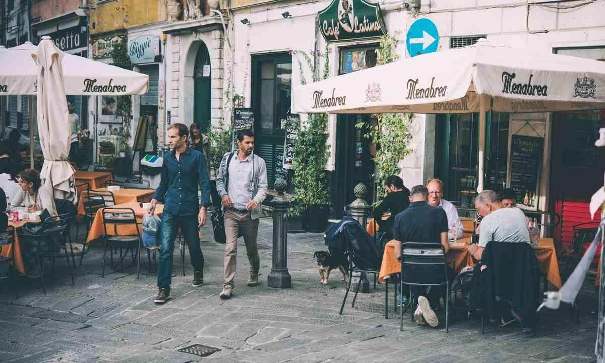 Café in old part of Genoa (Shutterstock.com)