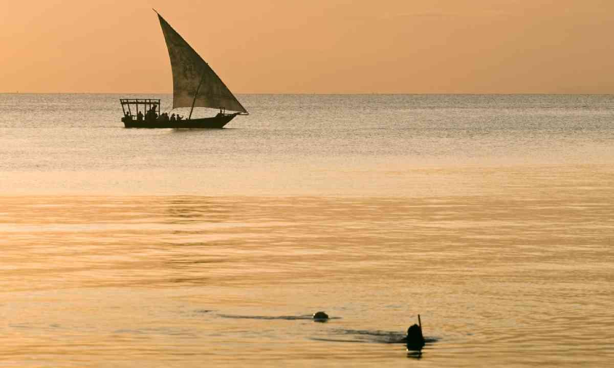 Sailboat and divers, Zanzibar (Shutterstock)