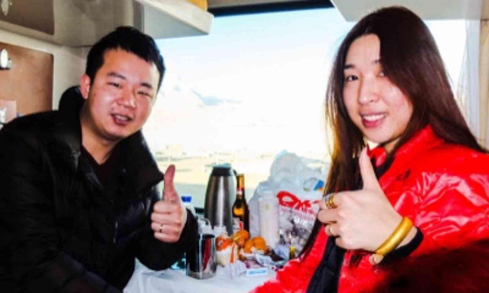 Friendly Chinese couple (Matthew Woodward)