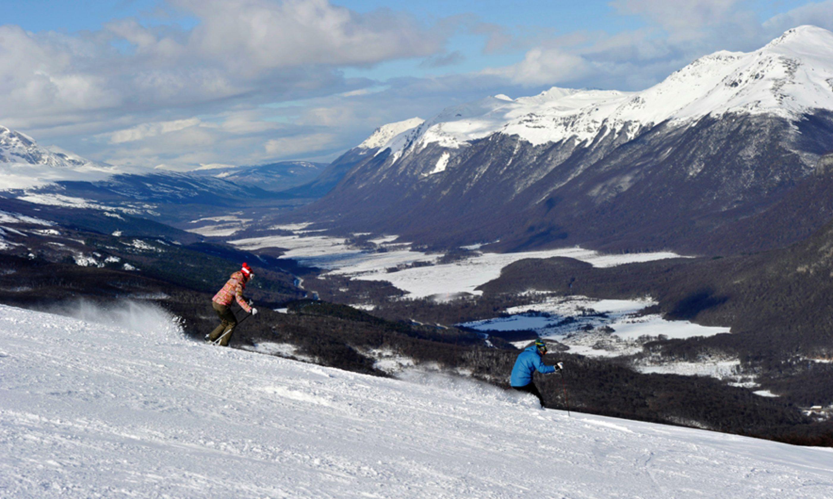 Skiing Cerro Castor (cerrocaster.com)