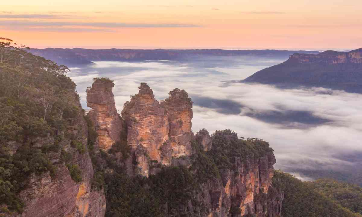 Three Sisters in the mist (Shutterstock.com)