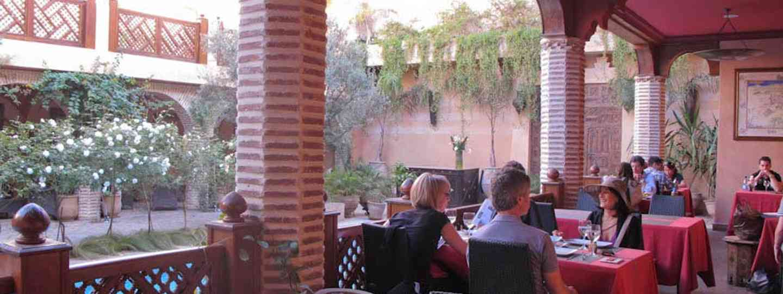 Enjoy drinks on a terrace (Marilia de Lucca Cardillo)
