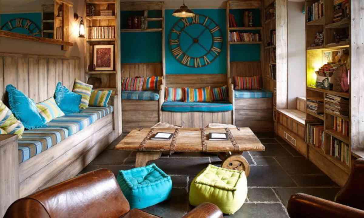 Lounge in Wales (Kash Bhattacharya)
