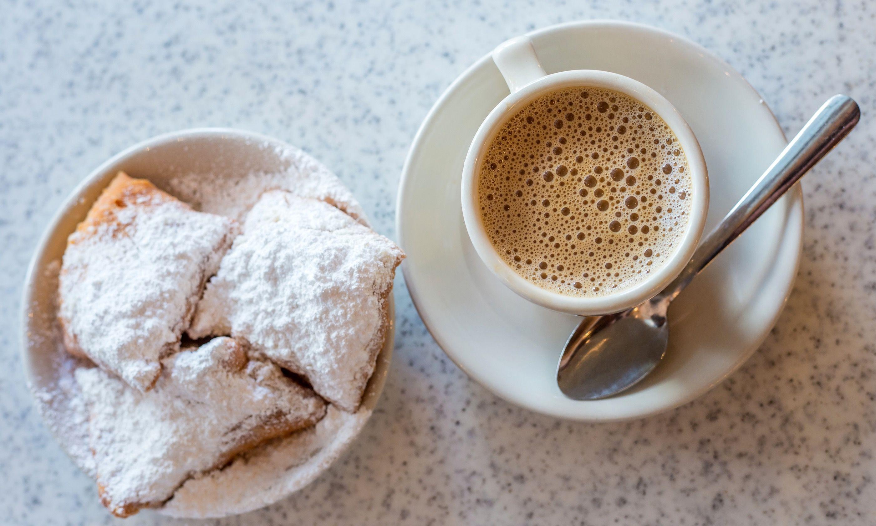 Beignet and café au lait (Dreamstime)