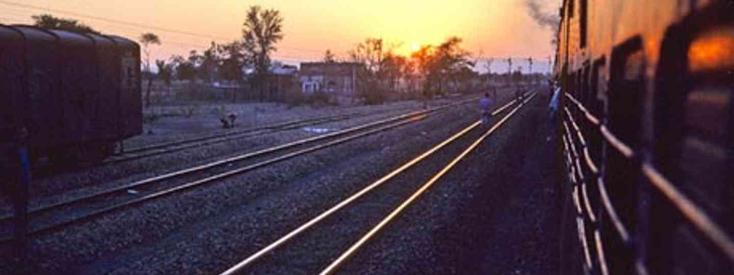 Head off into the sunset on an India rail adventure (Remibridot)