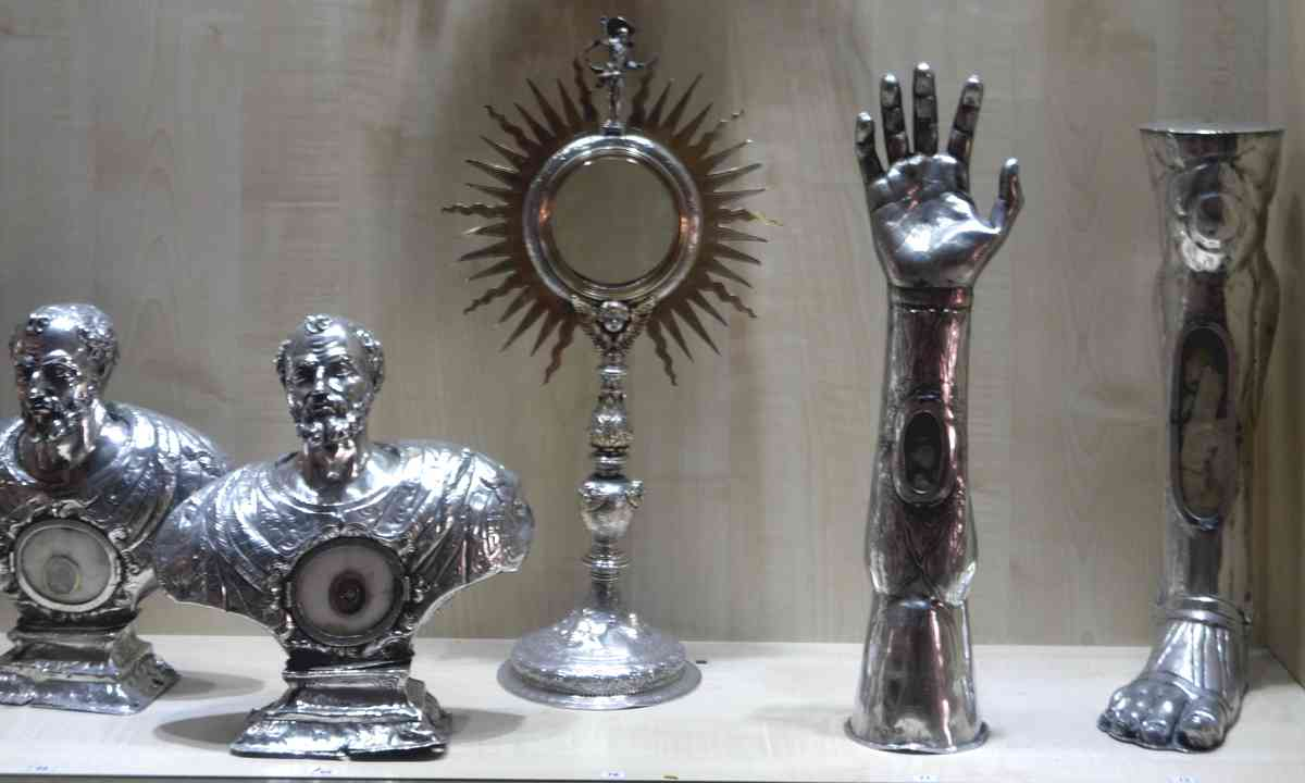 Relics in Kotor Cathedral (Peter Moore)