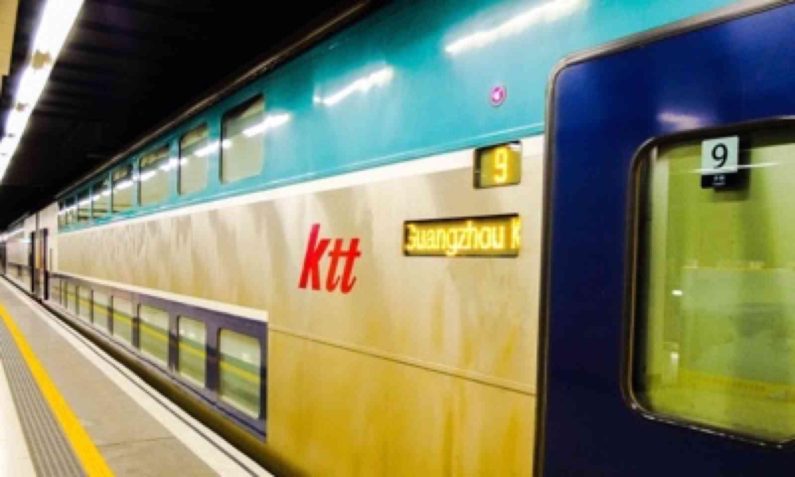 The Z823 to Hong Kong (Matthew Woodward)