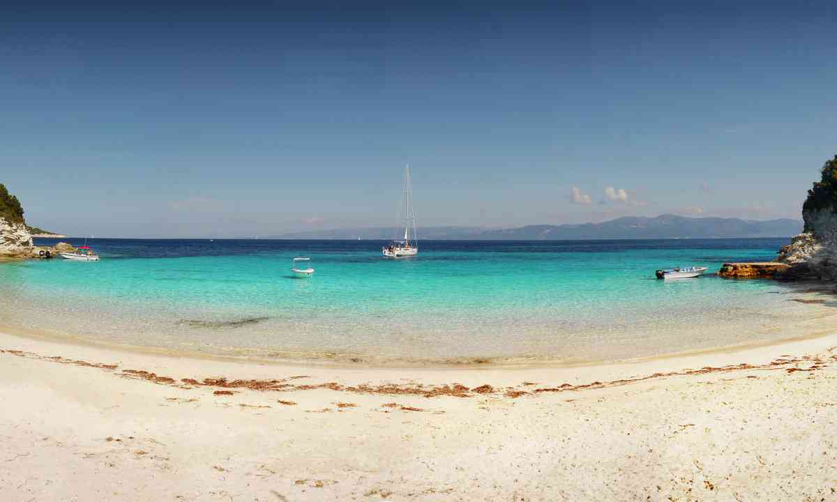A deserted beach in Antipaxos (Dreamstime)
