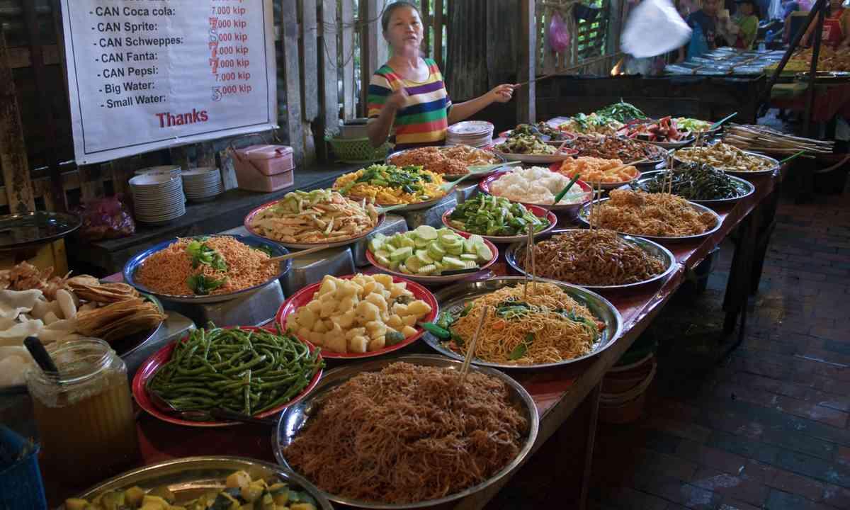 Street food in Laos (Dreamstime)