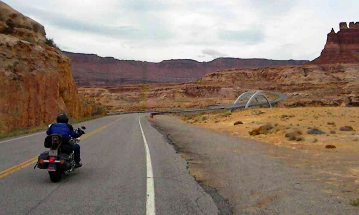 Riding in Canyonlands National Park (Stephen W. Starling)