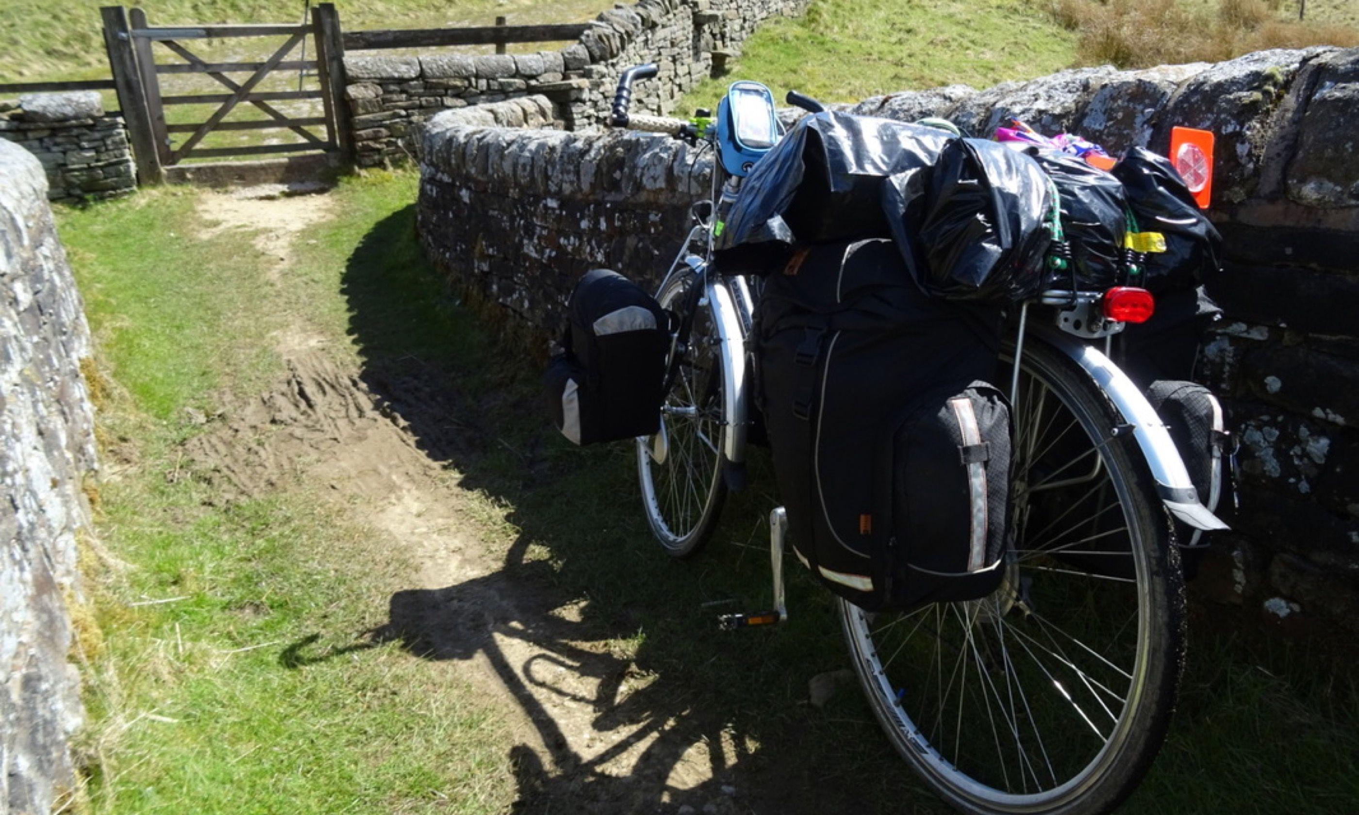 Stone wall cycling (Rowan sisters)