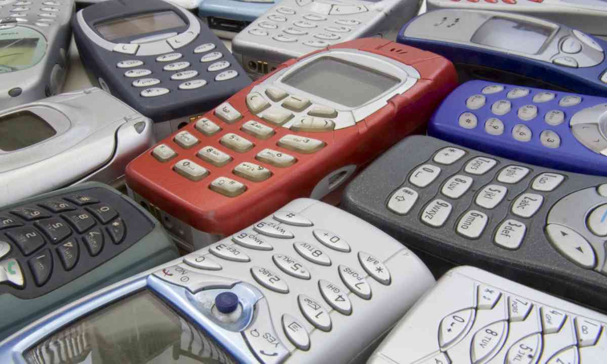 Old style mobile phones (Dreamstime)