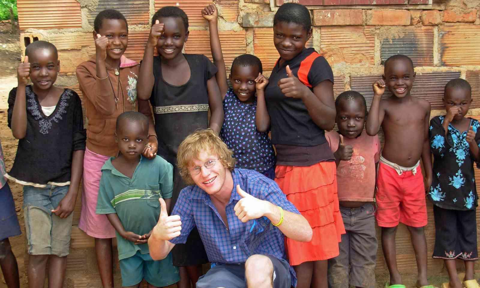 Young volunteer working in Uganda (Dreamstime)