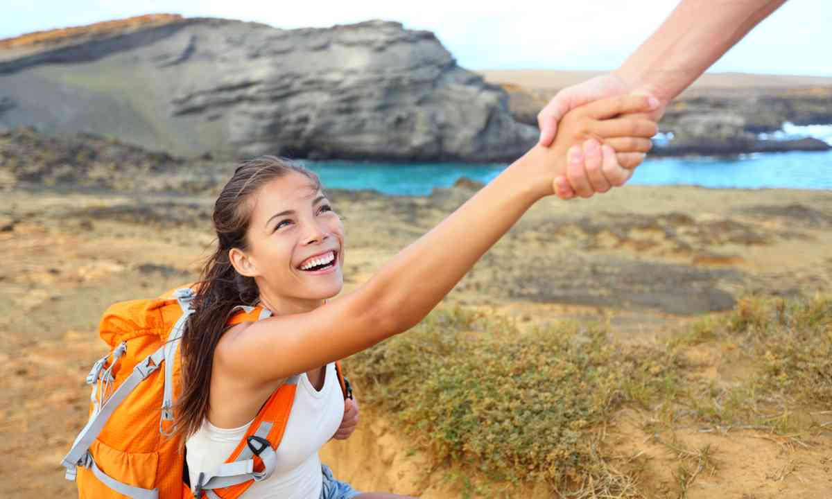 Reaching out for help while trekking (Dreamstime)