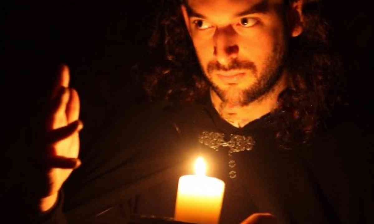 Edinburgh Ghost Tour leader (Merkat Tours)