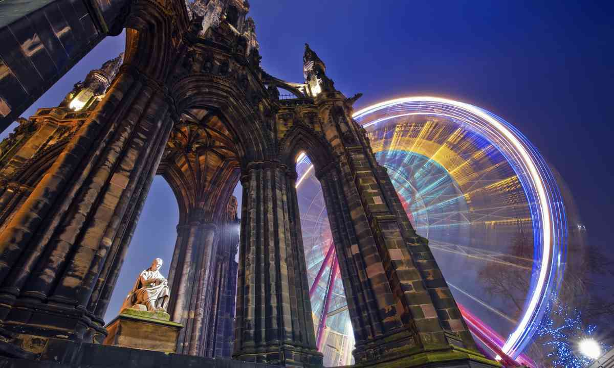 Scott Monument at night (Dreamstime)