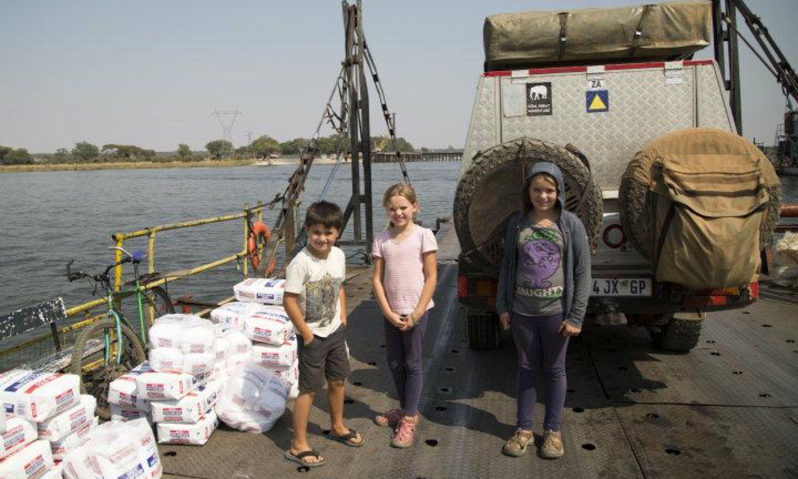 Crossing the Zambezi River (Edwina Cagol)