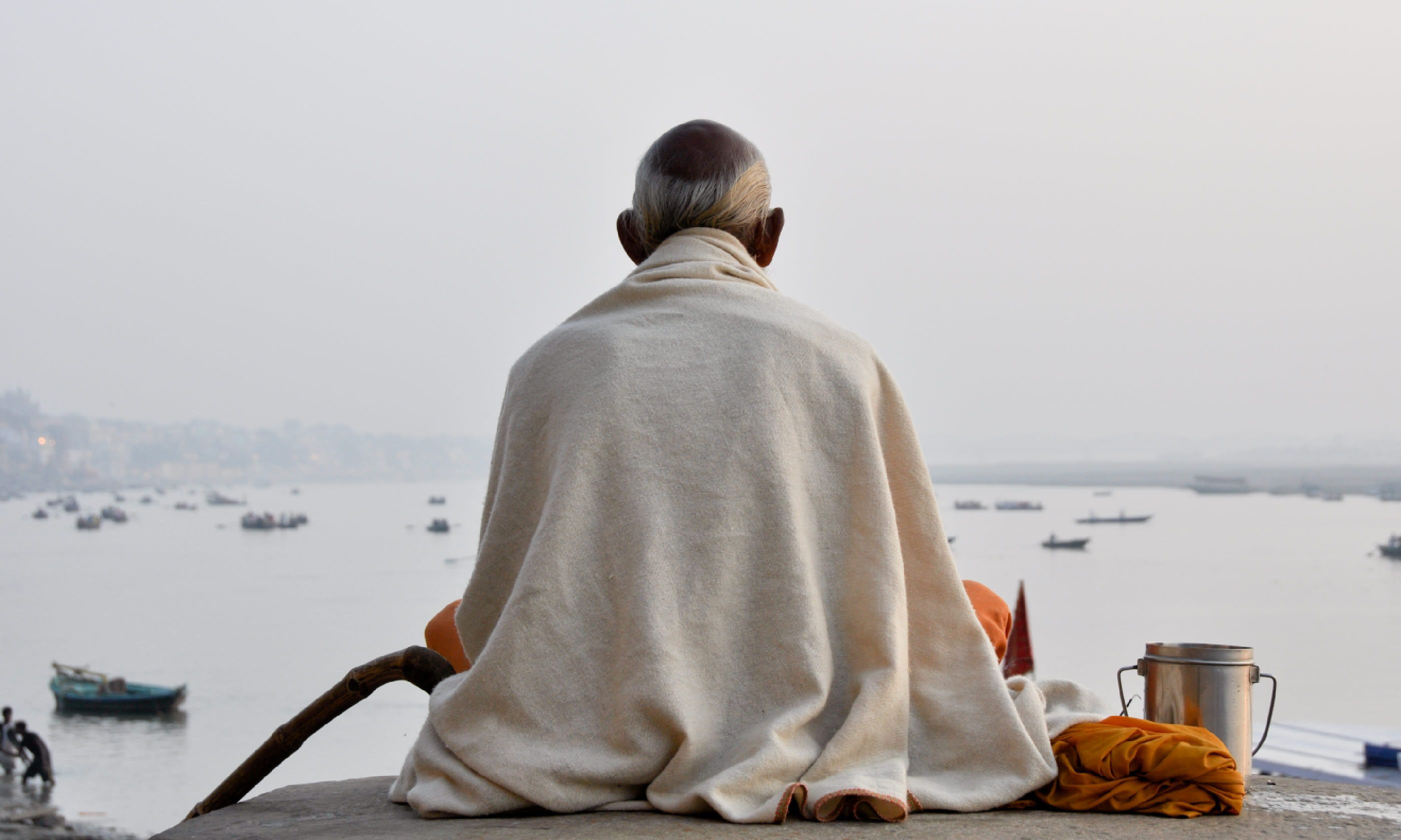 Sadhu praying at the ghats in Varanasi (Shutterstock)