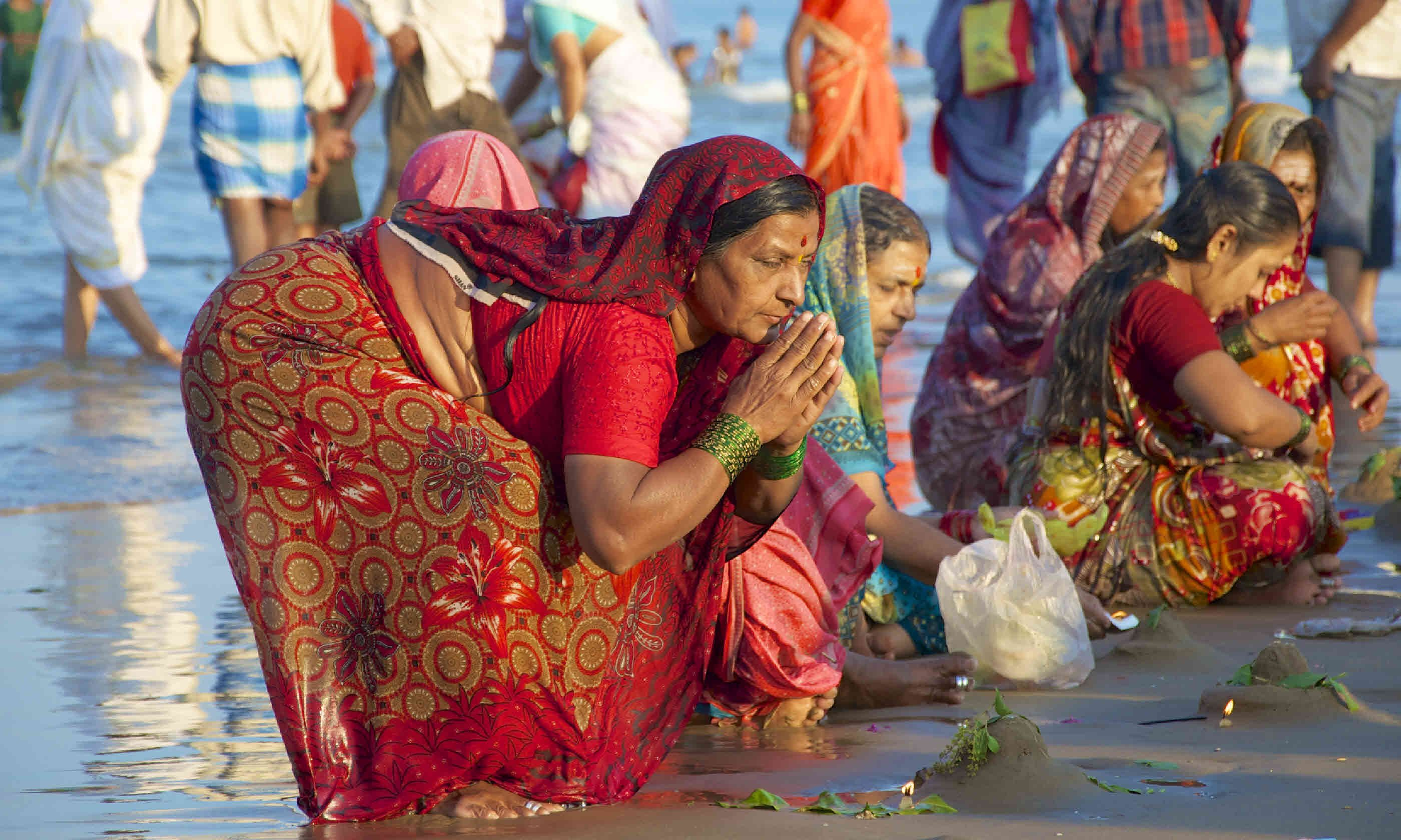 Women pray and celebrate Maha Shivaratri (Shutterstock)