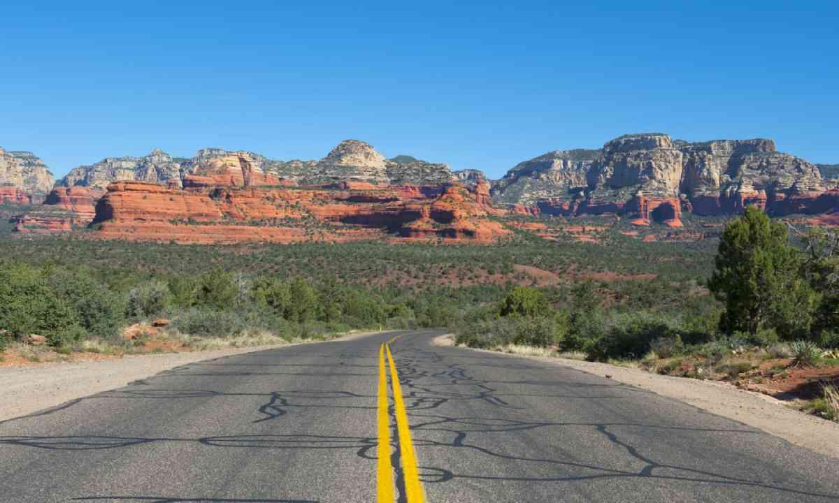 Road from Flagstaff to Sedona Arizona (Shutterstock)