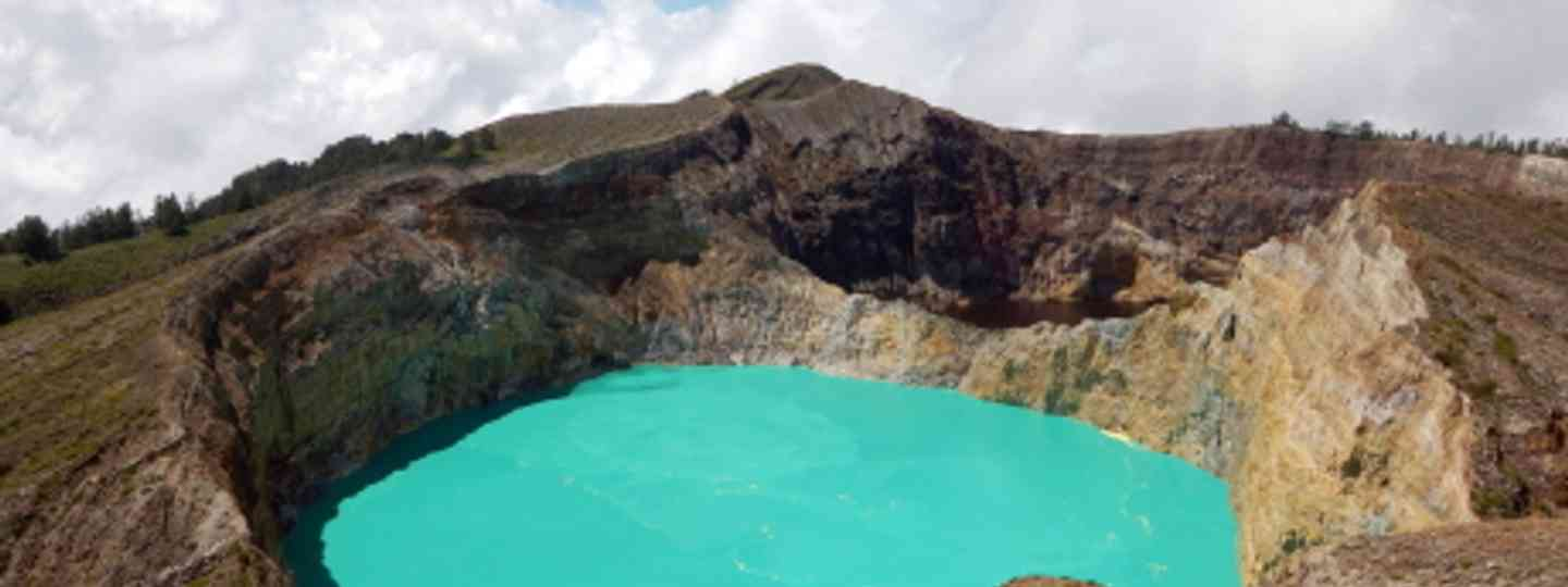 Witness the spectacular hues of Kelimutu in Flores (Rosino)