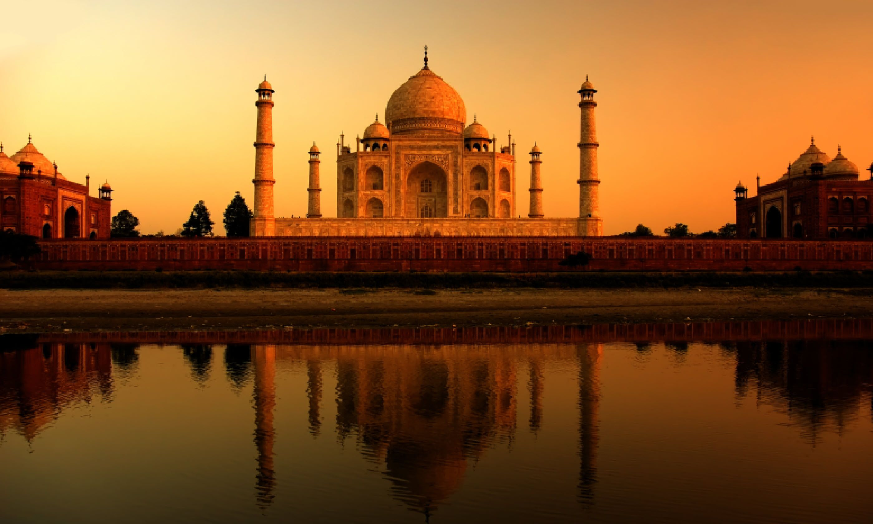 The 100 greatest travel experiences wanderlust 32 catch your first sight of the taj mahal agra india sciox Images