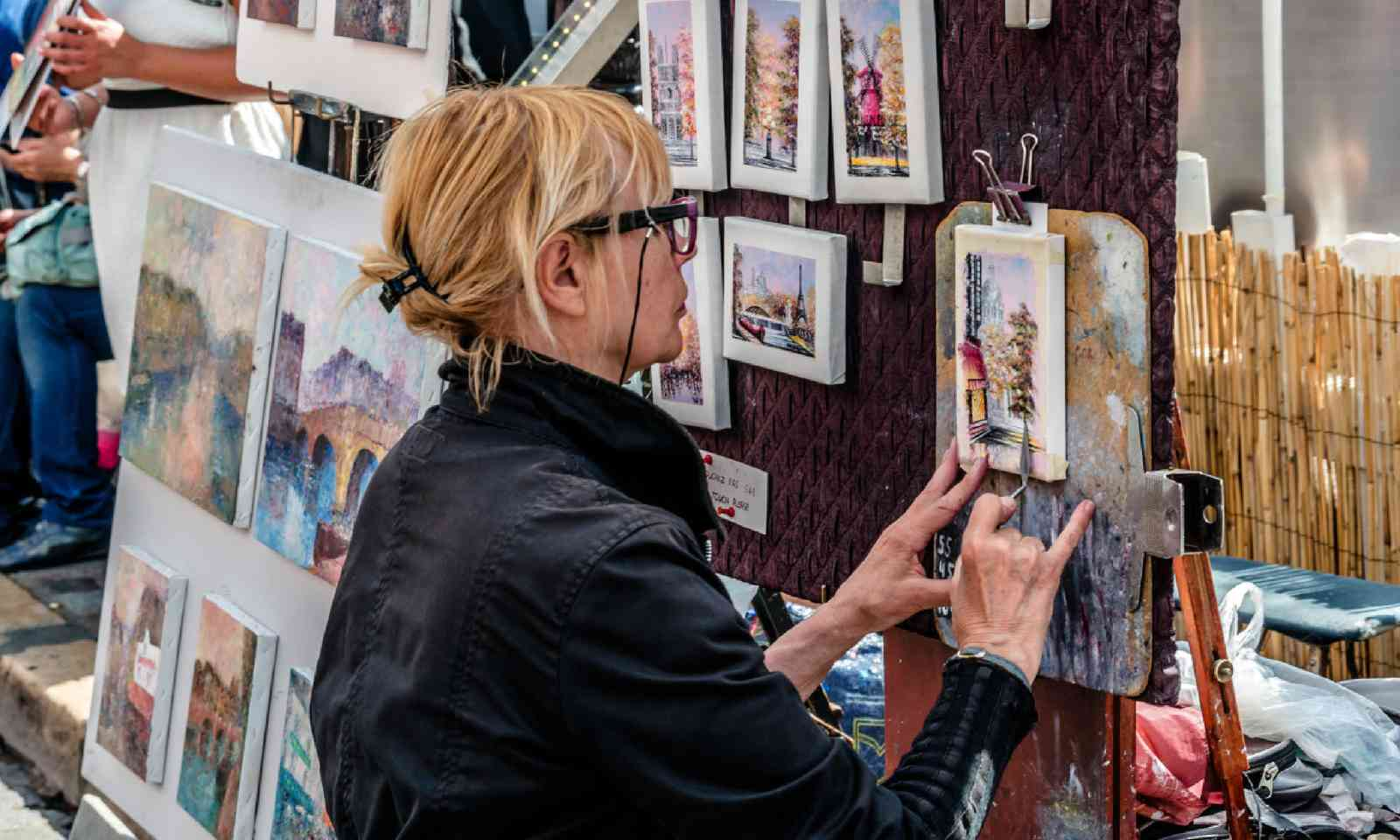 Artist in Montmartre (Shutterstock)