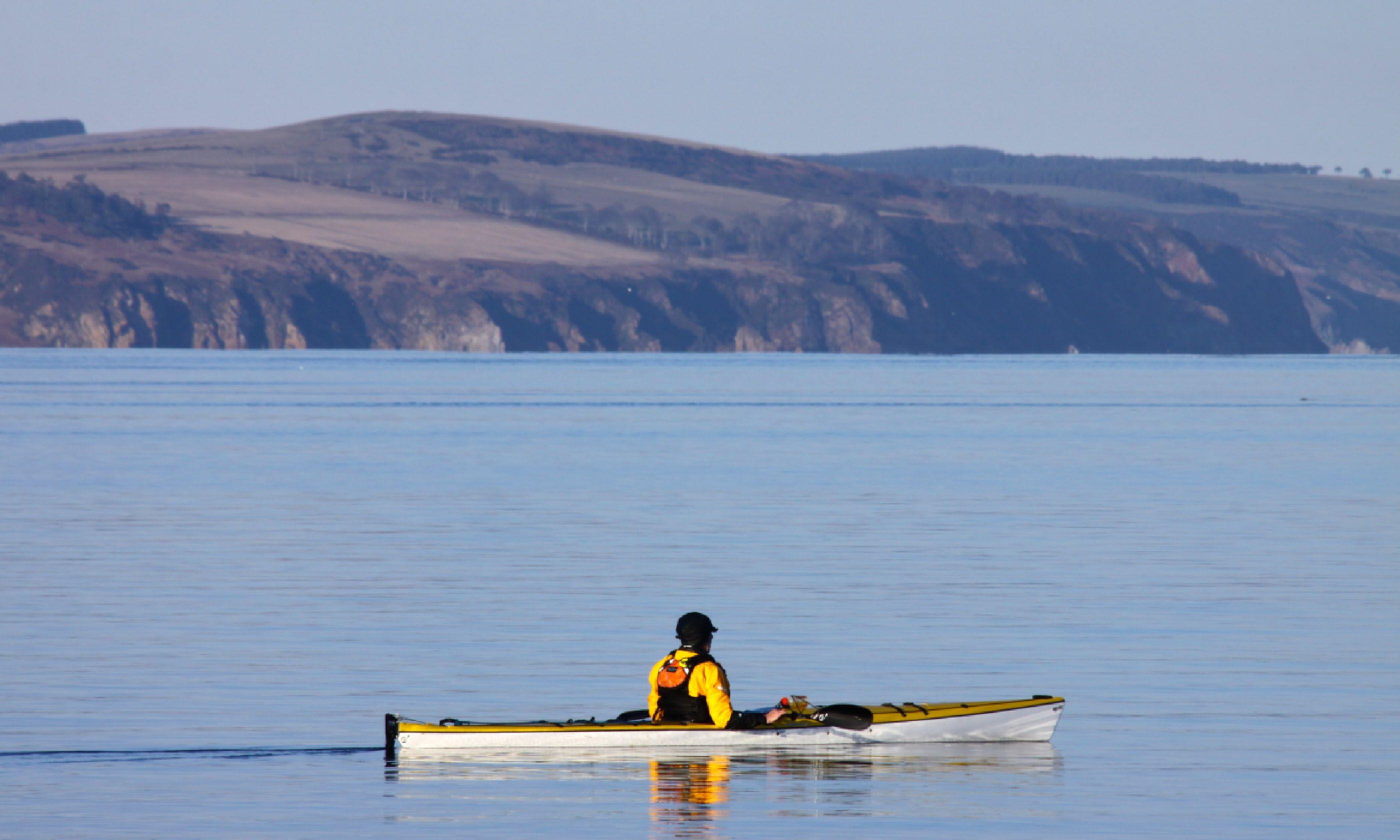 Sea kayaking in Scotland (Shutterstock)